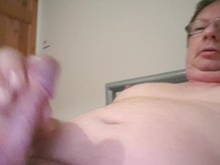Quick wank and thick cumshot 28th January 2017