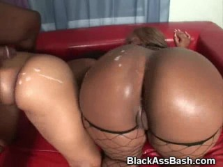 Black Booties Fucked And Cumshot In Threesome