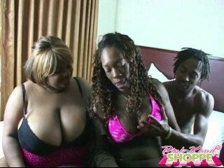 FREAKY SQUIRTING THREESOME