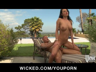 Slutty big-tit babe Alektra Blue fucks cop's big-dick outdoors