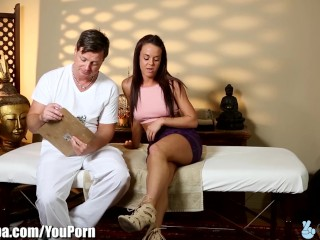 TrickySpa Brother tricks Step-Sister into Fucking