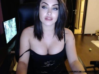 Gorgeous twitch streamer secretly streams at chaturbate