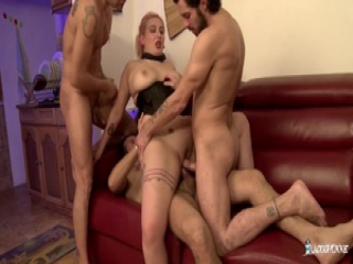 LA COCHONNE – French chick gets cum on tits in foursome
