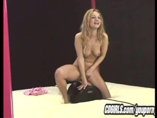 Young amateur cums on the sybian machine
