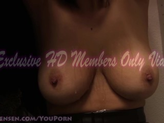 Busty Babe Jelena Jensen gets her tits worshiped!