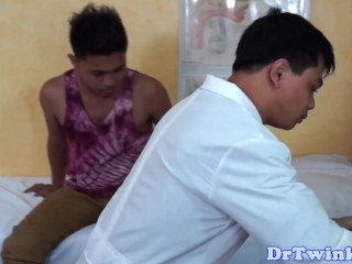 Asian twinks ass opended with speculum