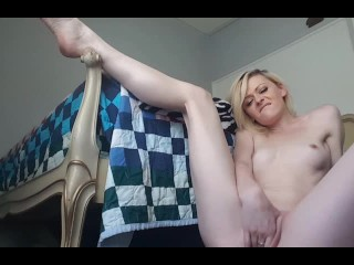 ♡• Amateur Blonde Makes Her Pussy Wet •♡