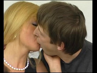 Double teaming this milf – Julia Reaves